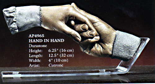 Hand_in_Hand_sculpture